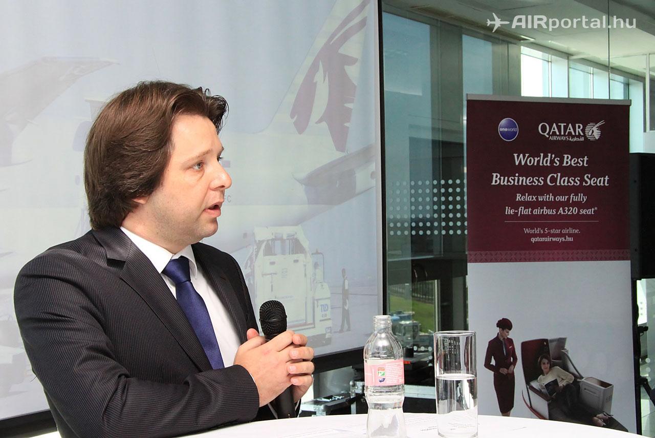 Grisha Jenkov, a Qatar Airways magyarországi képviseletének vezetője köszöntő beszéde közben.Fotó: Csemniczky Kristóf - AIRportal.hu | © AIRportal.hu