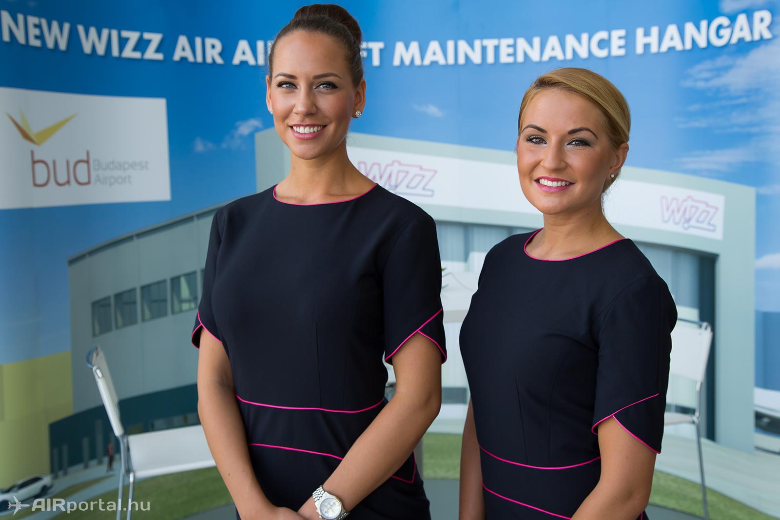 Wizz nagykövetek akcióban. (Fotó: Airportal.hu) | © AIRportal.hu