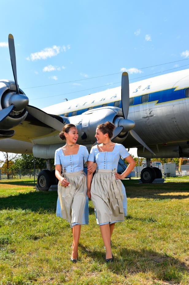 Az idén választott népviseleti formaruha.(Fotó: Lufthansa) | © AIRportal.hu