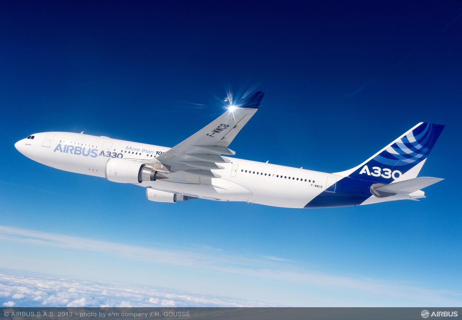 Airbus A330-200-as prototípus repülés közben. (Fotó: Airbus) | © AIRportal.hu