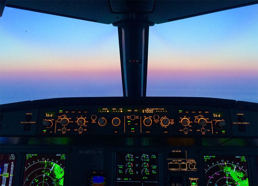 Wizz Air A320 pilótafülke (Forrás: CEFA) | © AIRportal.hu