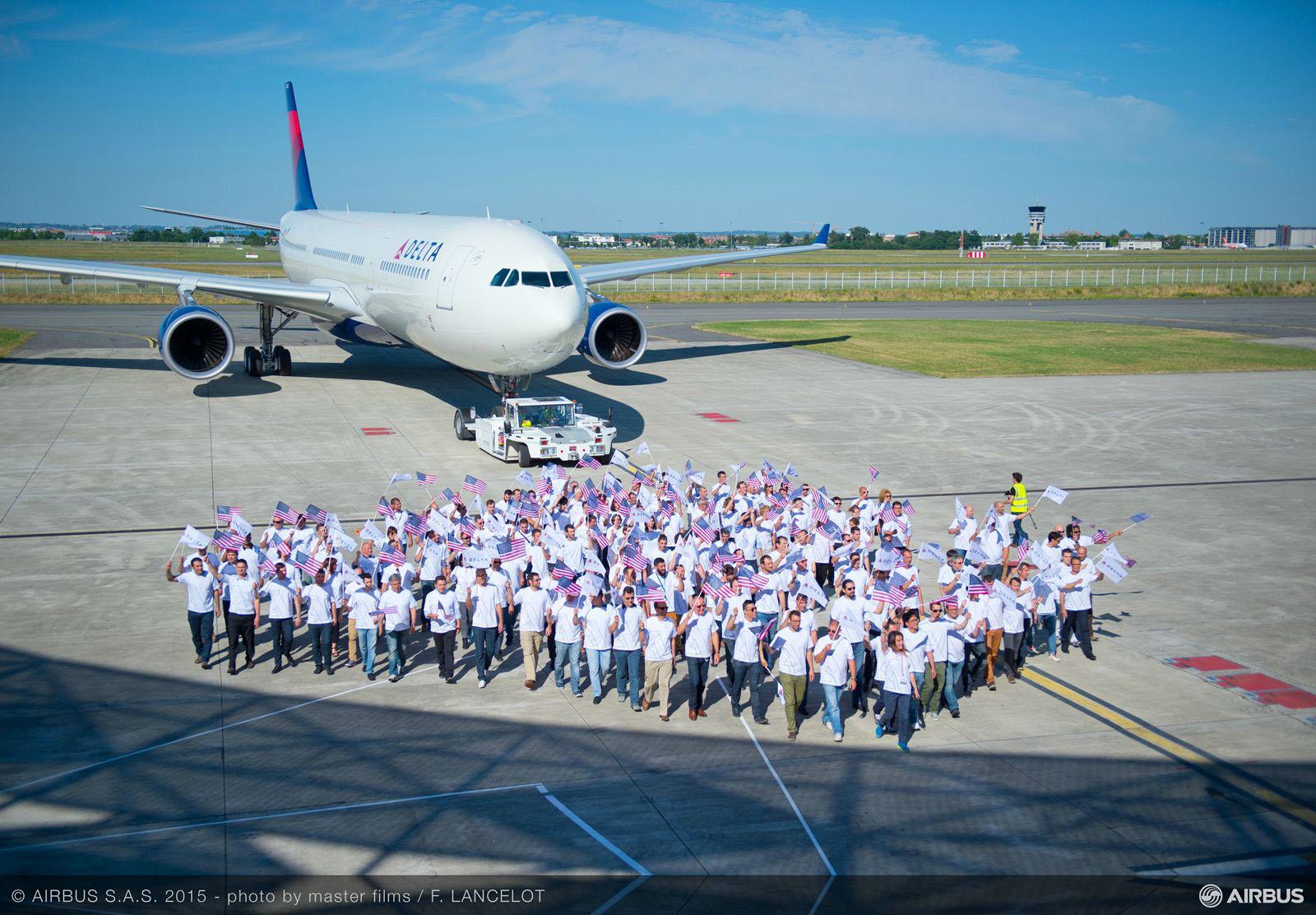 Az első üzemeltető, a Delta Air Lines ünnepélyes gépátadója május 28-án. (Fotó: Airbus) | © AIRportal.hu