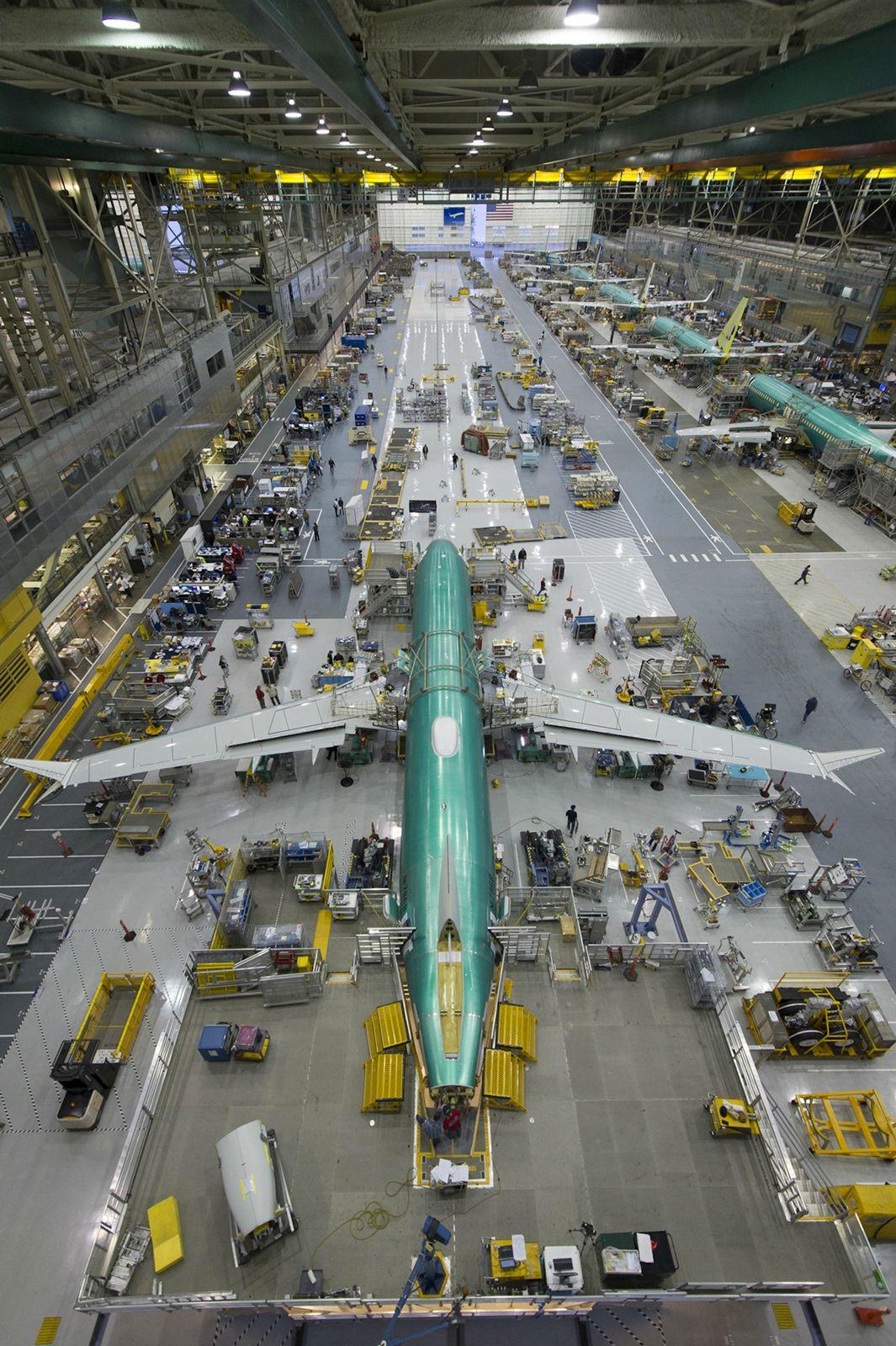 Az első 737 MAX az új rentoni gyártósoron. (Fotó: Boeing Company)   © AIRportal.hu