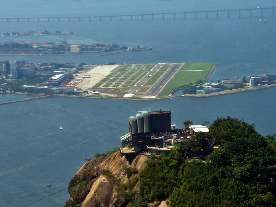 A Santos Dumont repülőtér madártávlatból. (Fotó: Mario Roberto Duran Ortiz - Wikimedia) | © AIRportal.hu