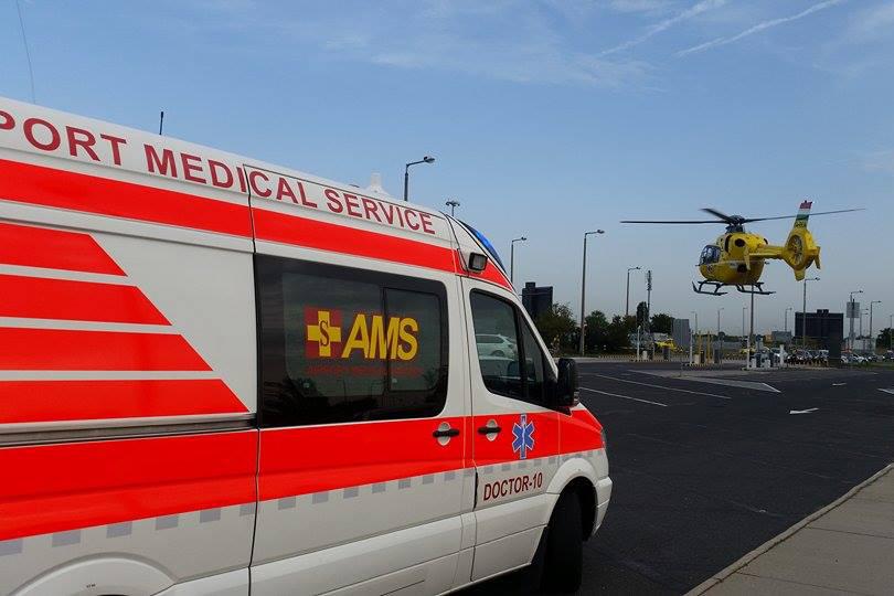 Az AMS repülőtéri mentőautója és az Magyar Légimentő Nonprofit Kft. mentőhelikoptere. (Fotó: AMS)   © AIRportal.hu