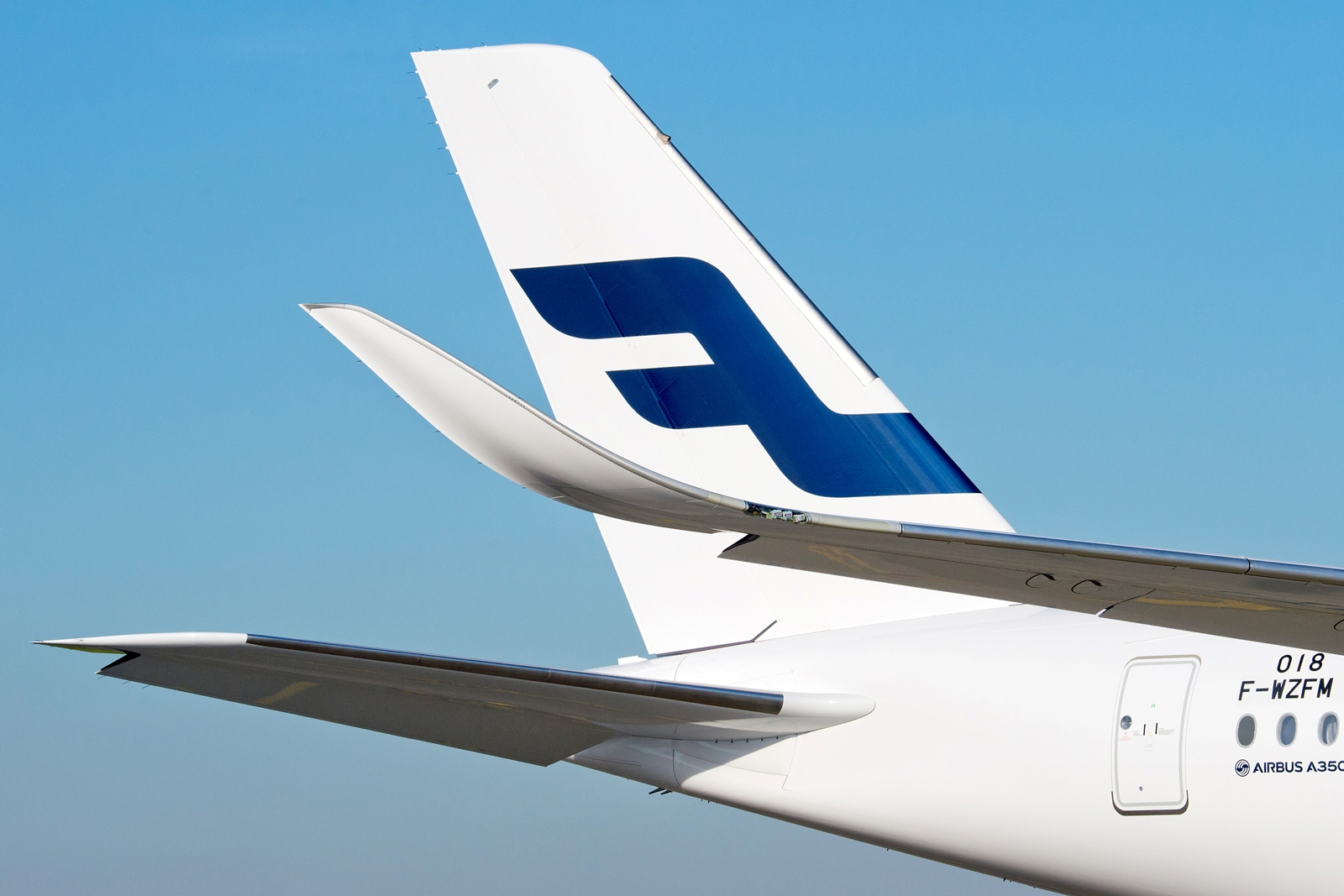 Az első gép normál Finnair, a második oneworld-Finnair festéssel érkezik a flottába. (Fotó: Airbus)   © AIRportal.hu