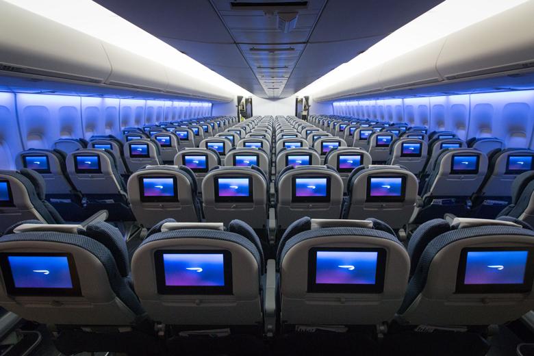 A 747-400-as leghátsó traktusa, ahol 2-4-2 az ülések elosztása. (Fotó: British Airways) | © AIRportal.hu