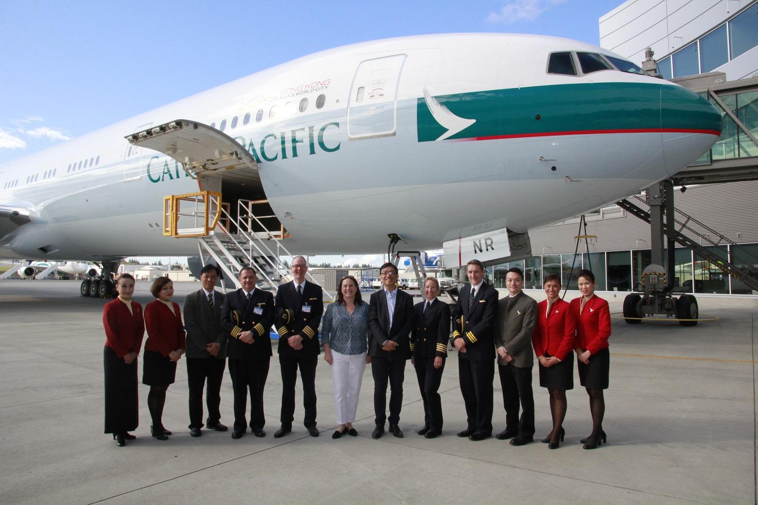 A Cathay Pacific legújabb, B-HNR lajstromú Boeing 777-300ER gépe az everetti átadóközpontban. (Fotó: Boeing Company) | © AIRportal.hu