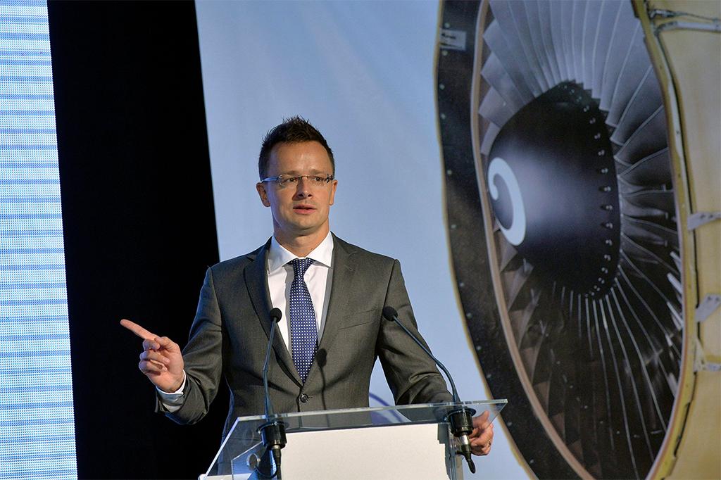 A miniszter beszéde (MTI Fotó: Máthé Zoltán) | © AIRportal.hu