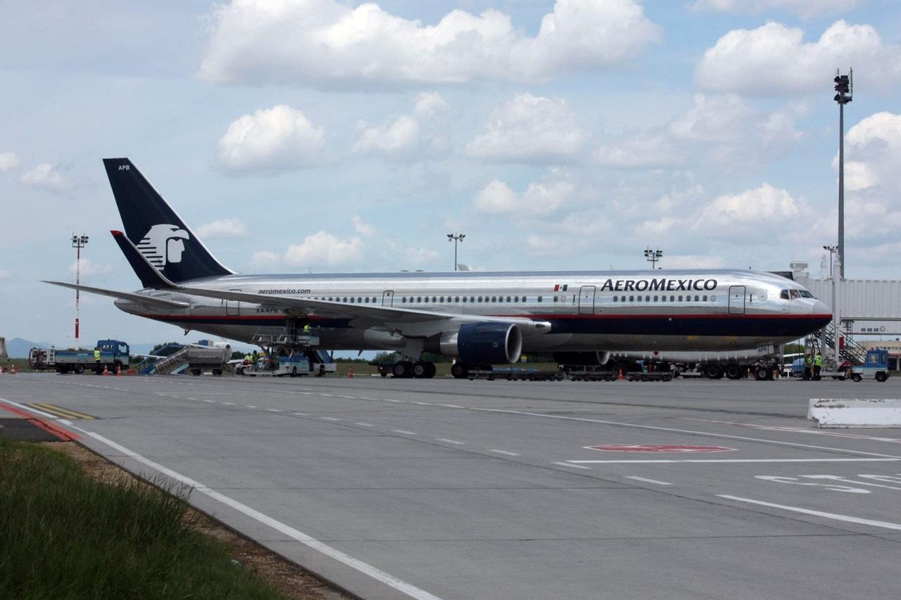 Az utolsó ferihegyi látogatás: Aeroméxico Boeing 767-300ER(WL) a 2B terminál utashídján 2012 nyarán. (Fotó: Hardy Mihály - Budapest Airport)   © AIRportal.hu
