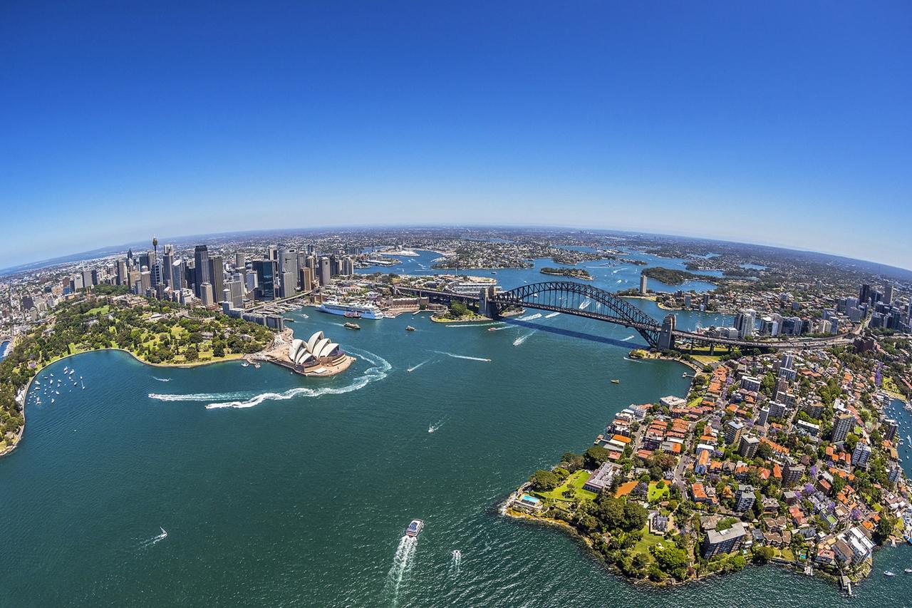 Sydney városának látképe madártávlatból. (Fotó: Qatar Airways)   © AIRportal.hu