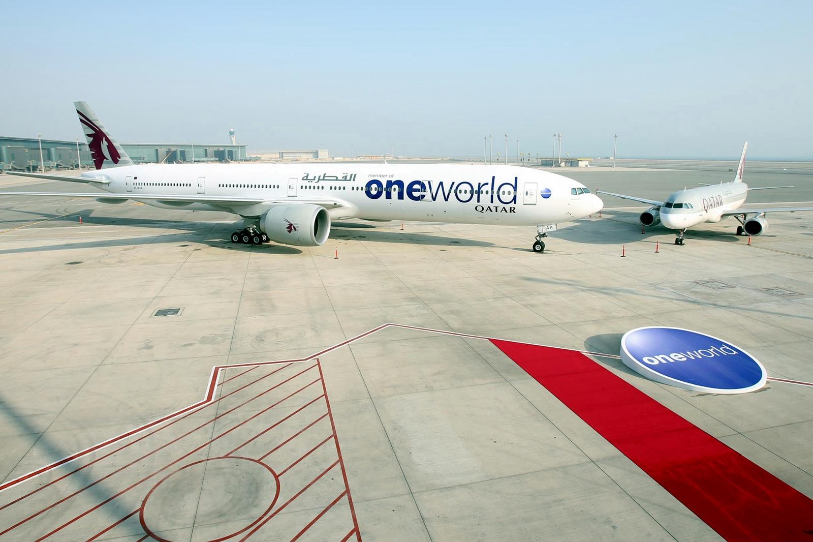A Qatar-flotta azon két típusa egymás mellett, a Boeing 777-300ER és az Airbus A320-as, amellyel jövő márciustól dohai átszállással Budapestről is el lehet jutni Sydney-be. (Fotó: Qatar Airways)   © AIRportal.hu