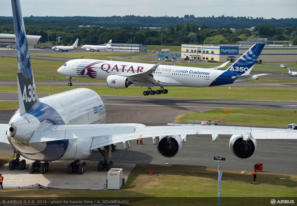 Az Airbus A350-es és A380-as típusa a 2014-es Farnborough Légi Szalonon. Fotó: Airbus   © AIRportal.hu