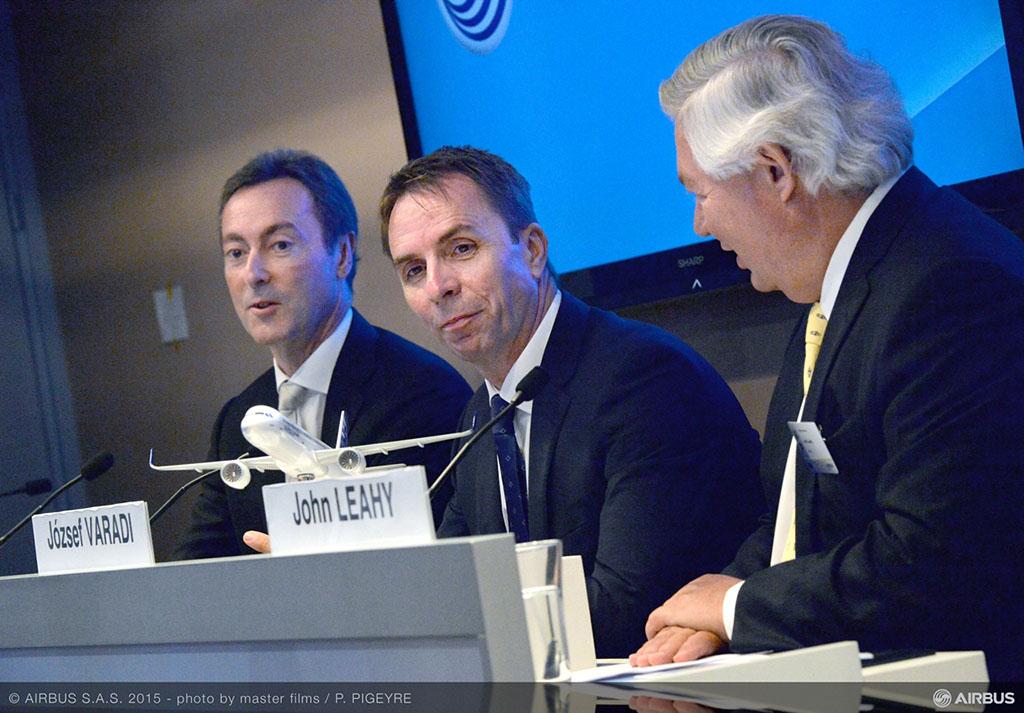 A párizsi szándéknyilatkozat aláírására szervezett sajtótájékoztató, amelyen Váradi József, a Wizz Air vezérigazgatója mellett Fabrice Brégier, az Airbus vezérigazgatója is részt vett. (Fotó: Airbus) | © AIRportal.hu