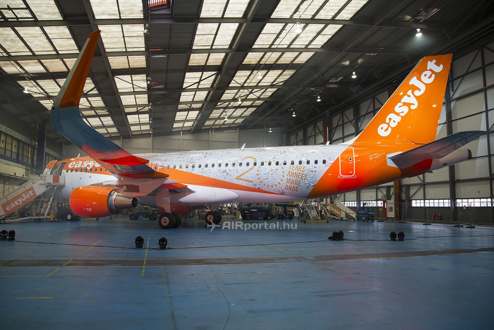 Az easyJet 20. születésnapján megrendezett eseményen a légitársaság egy különleges festésű repülőgépet is leleplezett. (Fotó: AIRportal.hu)   © AIRportal.hu