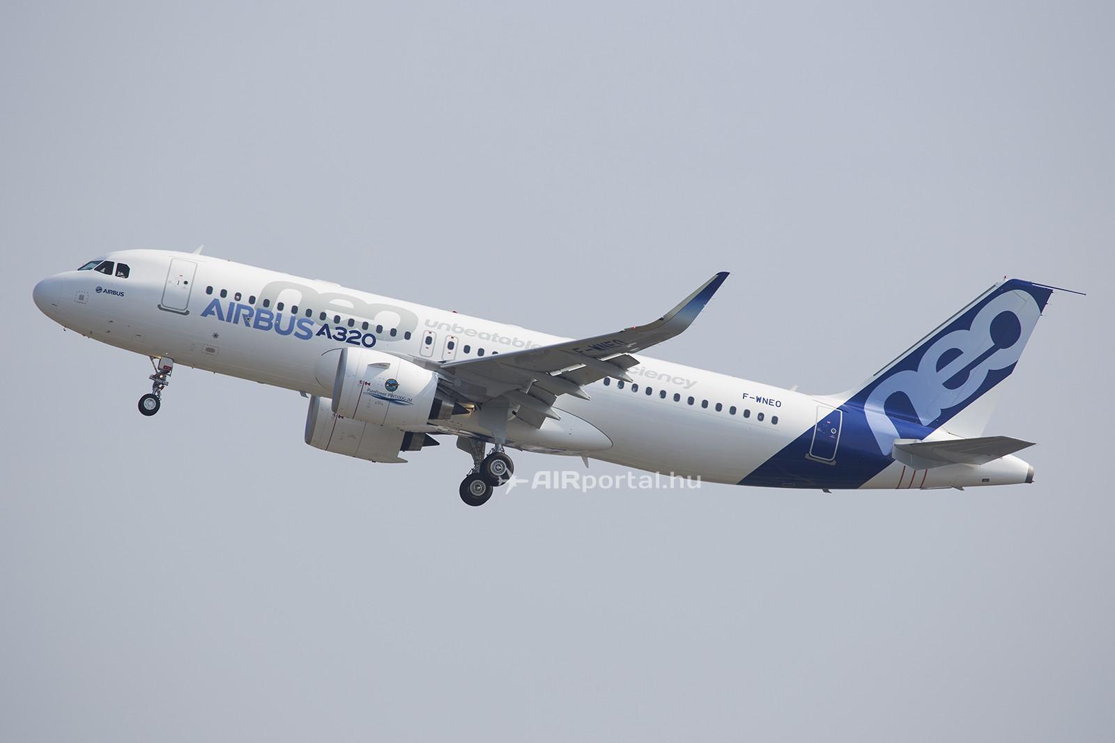 Az F-WNEO lajstromú A320neo prototípus felszállás közben. (Fotó: AIRportal.hu) | © AIRportal.hu