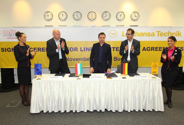 A szerződések meghosszabbítását Budapesten írta alá (balról jobbra) Dietmar Focke, az LTB vezérigazgatója, Váradi József, a Wizz Air vezérigazgatója és Ulrich Hollerbach, az LTMI vezérigazgatója. (Forrás: Wizz Air) | © AIRportal.hu