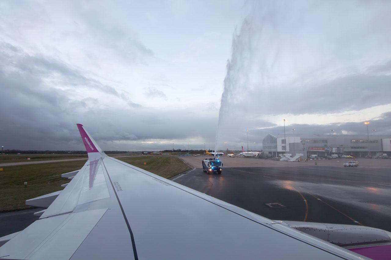 Az érkező gép köszöntése Birminghamben. | © AIRportal.hu