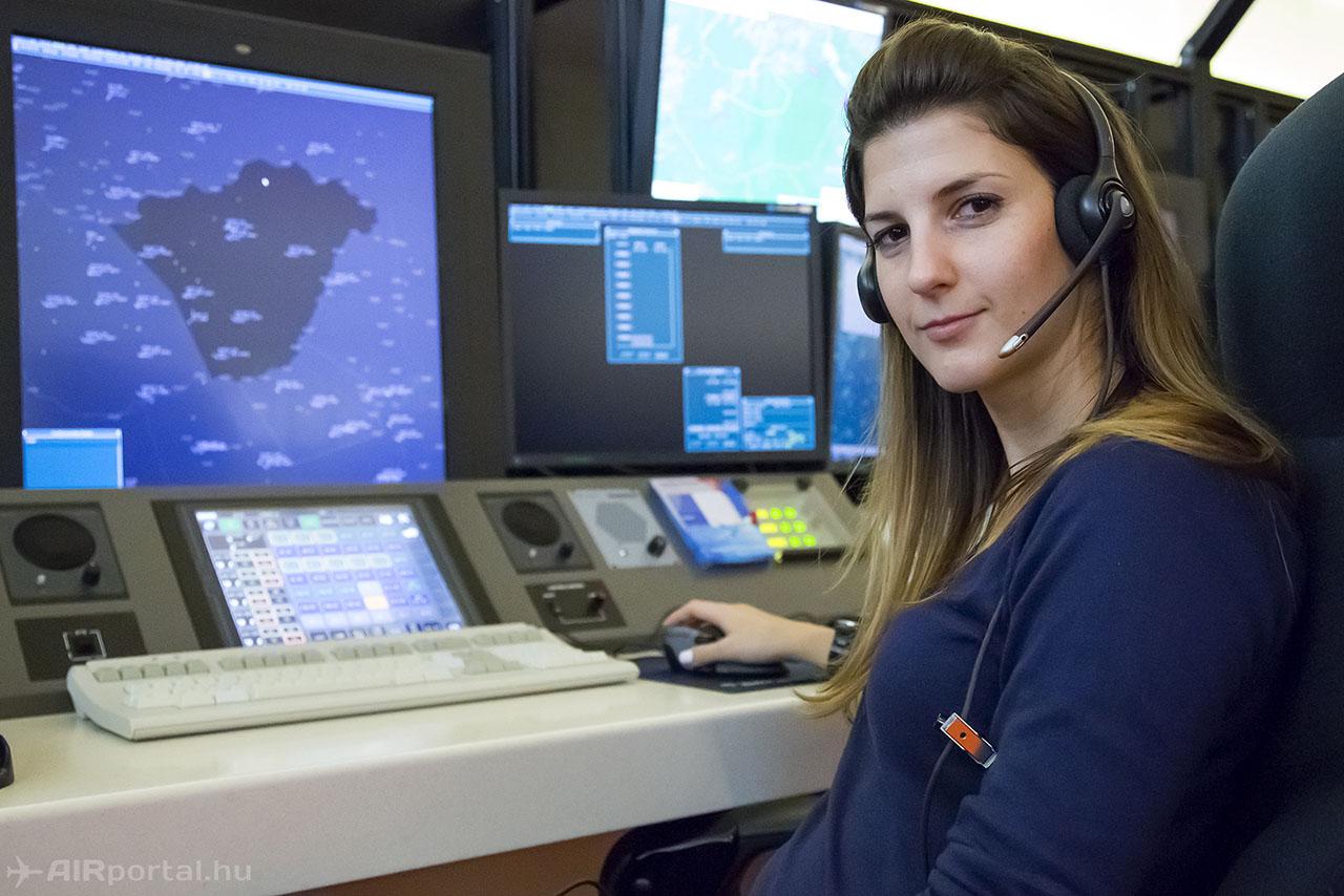 Földváry Anna légiforgalmi irányító. (Fotó: AIRportal.hu) | © AIRportal.hu