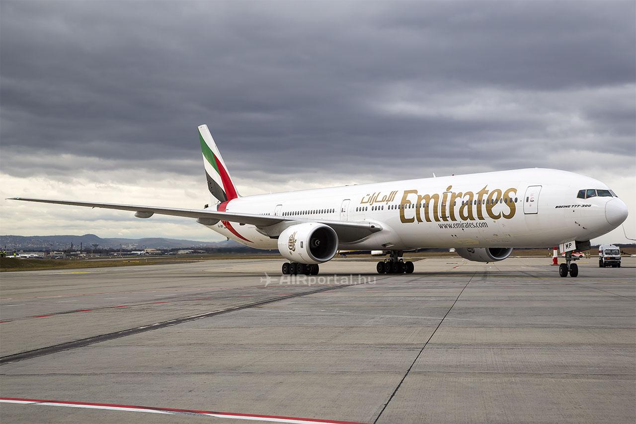 A6-EMP lajstromjelű, Boeing 777-31H típusú repülőgép nem először járt Budapesten, bár előző látogatása nem volt menetrend szerinti leszállás. A repülőgépet 2001-ben vette át az Emirates, ez a légitársaság egyik legidősebb Boeing 777-300-asa. | © AIRportal.hu