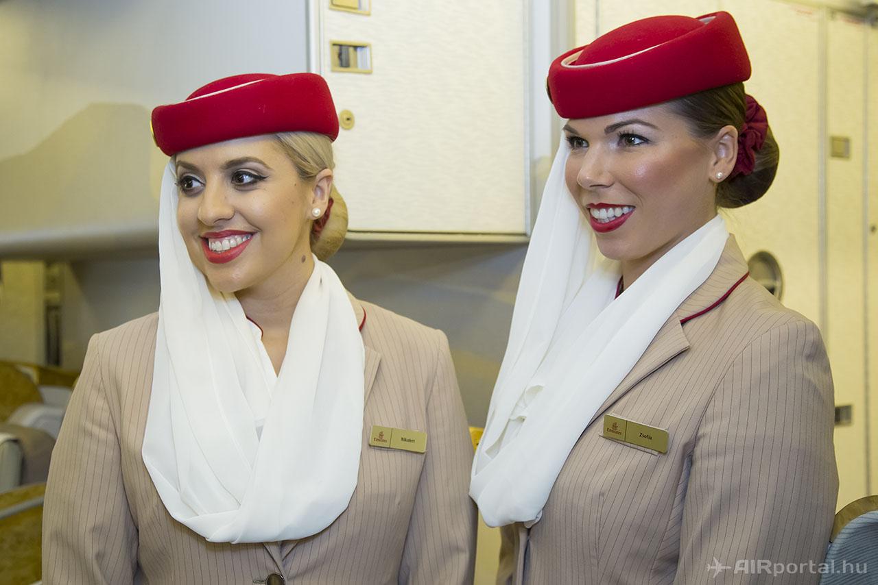 Erre az alkalomra az Emirates két magyar légiutas kísérőt is küldött, Nikolett és Zsófia mutatták be a fedélzetet. | © AIRportal.hu