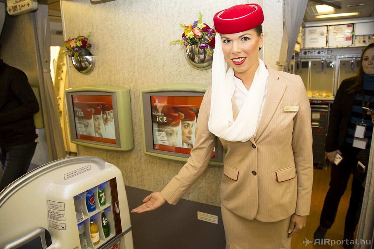 Az első osztályon hatalmas képernyő és saját minibár teszi kényelmessé az utazást. (Fotók: AIRportal.hu) | © AIRportal.hu