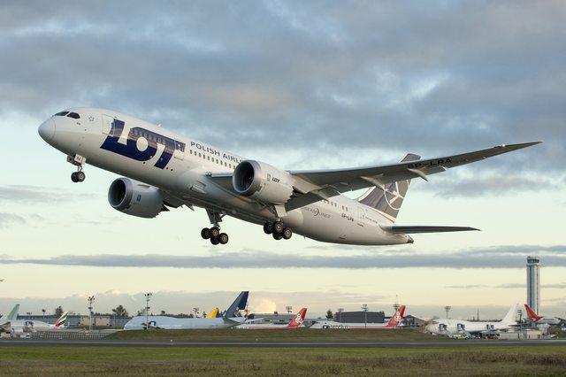 A LOT Boeing 787-8-asa felszállás közben. (Fotó: Boeing Company) | © AIRportal.hu