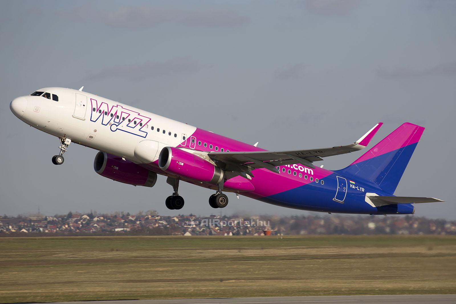 A Wizz Air egyik A320-as repülőgépe, Debrecenben még a korábbi festésű repülőgép bázisol. (Fotó: AIRportal.hu) | © AIRportal.hu