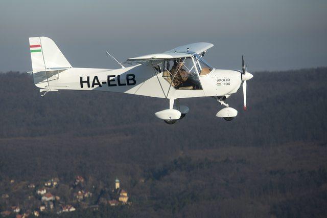 A HA-ELB lajstromjelű Fox-szal indul útnak Keszy-Harmat Zoltán. (Fotó: Illyés Tibor - MTI) | © AIRportal.hu