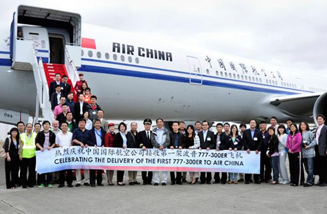 Az Air China első Boeing 777-300ER típusú gépének hivatalos átvétele. (Fotó: Boeing) | © AIRportal.hu