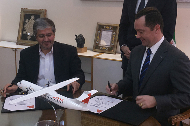 Farhad Parvaresh, az Iran Air igazgatósági tagja és Patrick de Castelbajac vezérigazgató, ATR | © AIRportal.hu