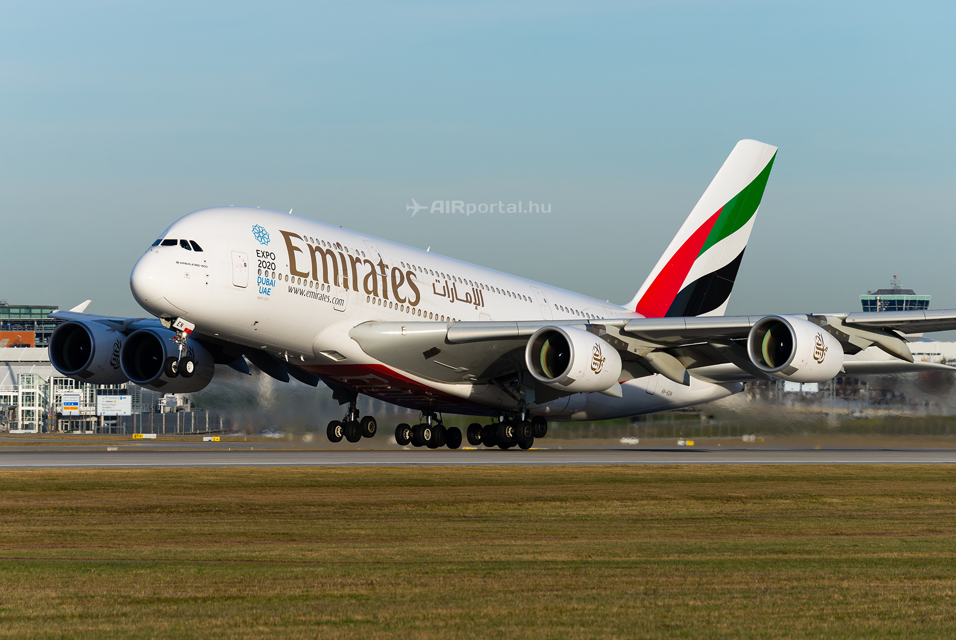 A légitársaság Airbus A380-as repülőgépe Münchenben. (Fotó: AIRportal.hu)   © AIRportal.hu