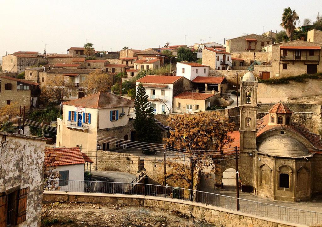 Tipikus ciprusi falu: kőépületek, szűk utcák, meghitt hangulat   © AIRportal.hu