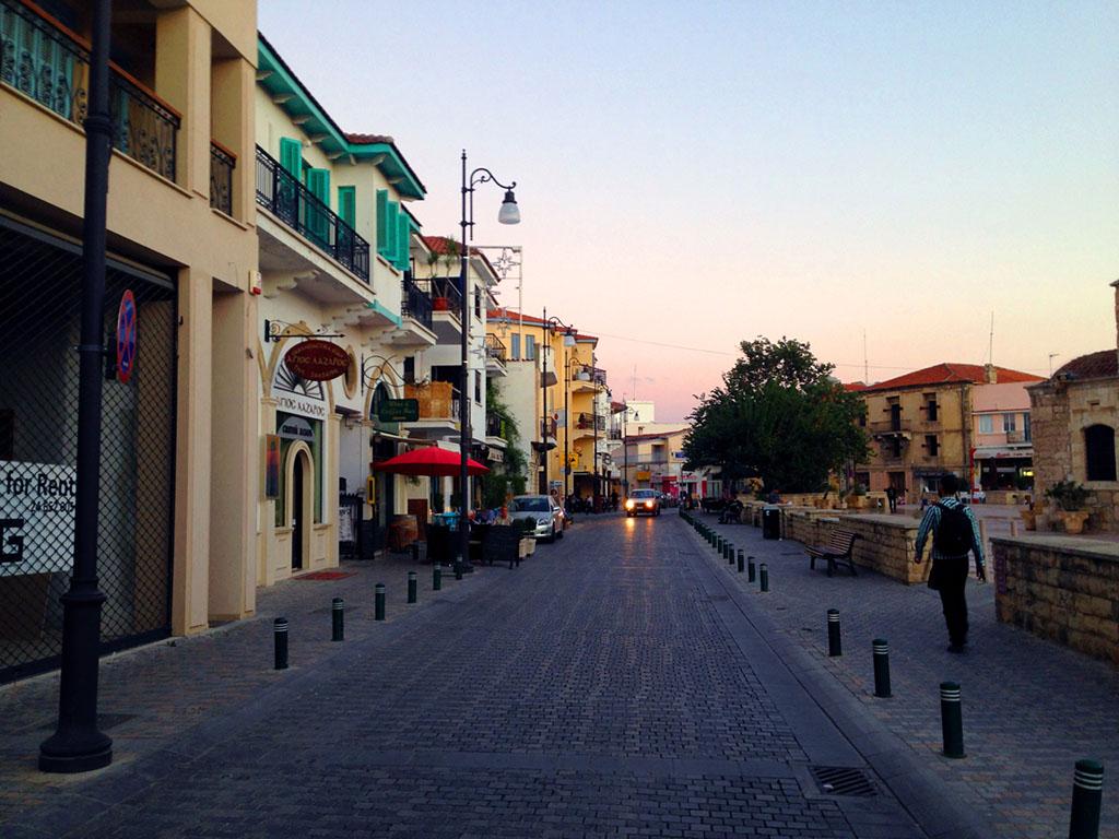 Lárnaka kikötői részében is a szűk, hangulatos utcák dominálnak   © AIRportal.hu