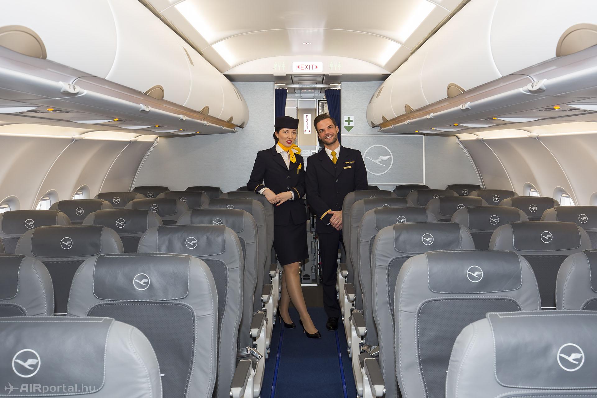 A fedélzet minden másban egyezik az újabb A320ceo példányokkal. | © AIRportal.hu
