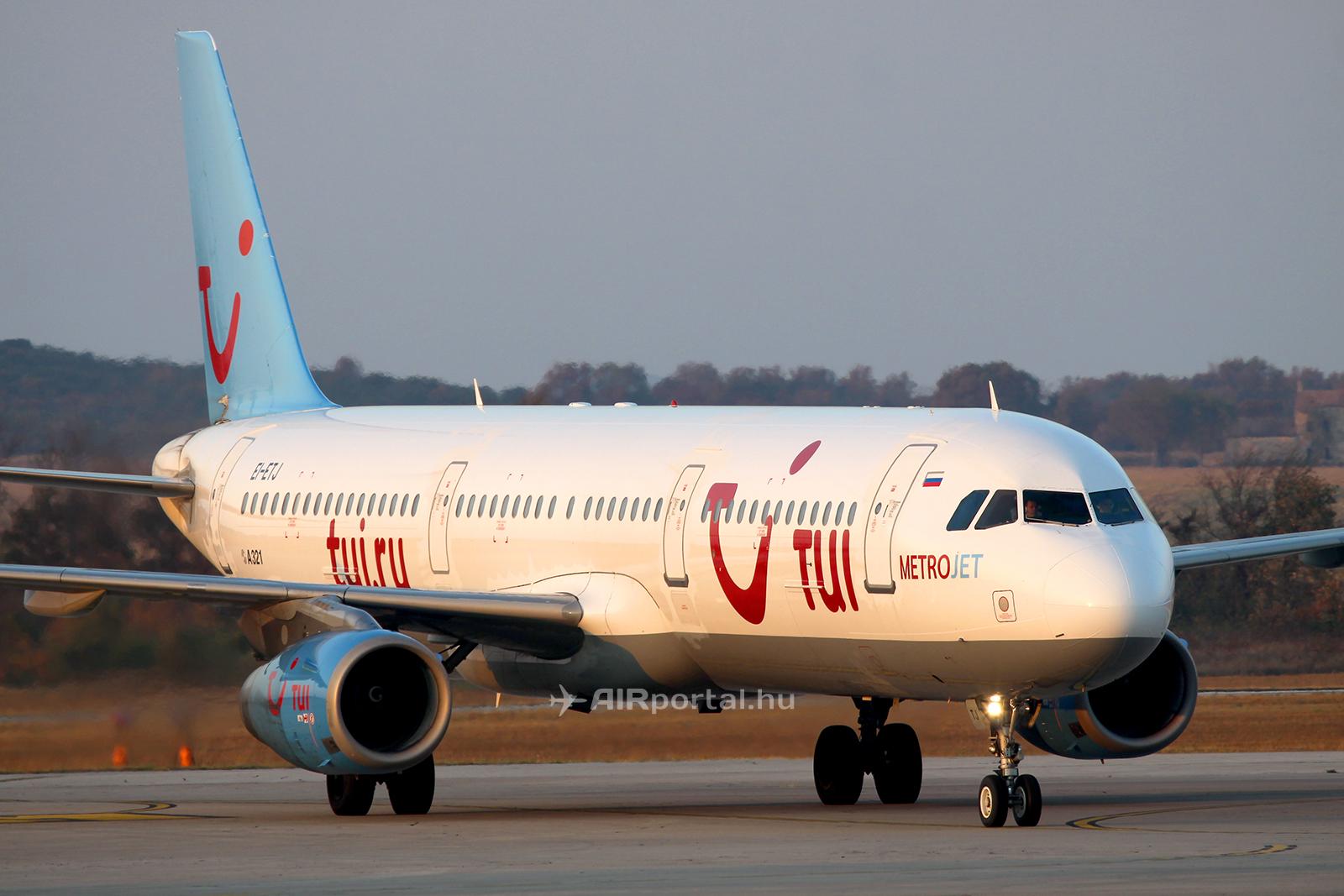 A balesetet szenvedett EI-ETJ lajstromjelű repülőgép még a korábbi TUI.ru festésében, 2012. augusztusában, Pulában. A repülőgépről 2014-ben került le a TUI utazási iroda festése, mikor a Metrojet légitársaság színeibe festették át. A repülőgép festése 2015-ben ismét megújult, ekkor a Metrojet modernizált festését kapta meg. (Fotó: AIRportal.hu)   © AIRportal.hu