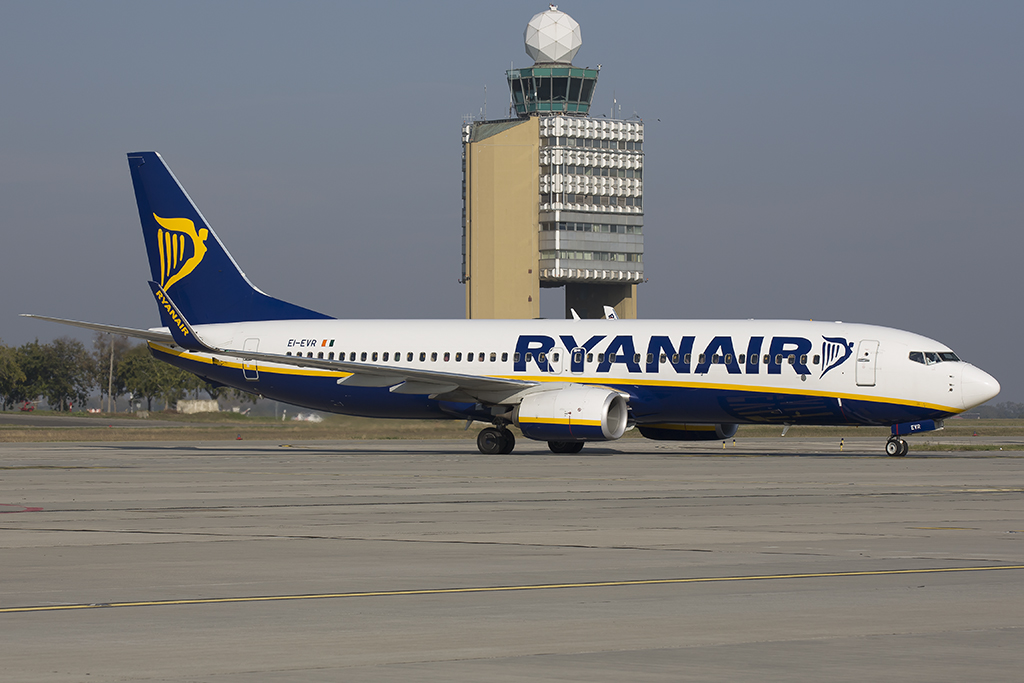 A Ryanair Boeing 737-800-as gépe Ferihegyen. (Fotó: AIRportal.hu)   © AIRportal.hu