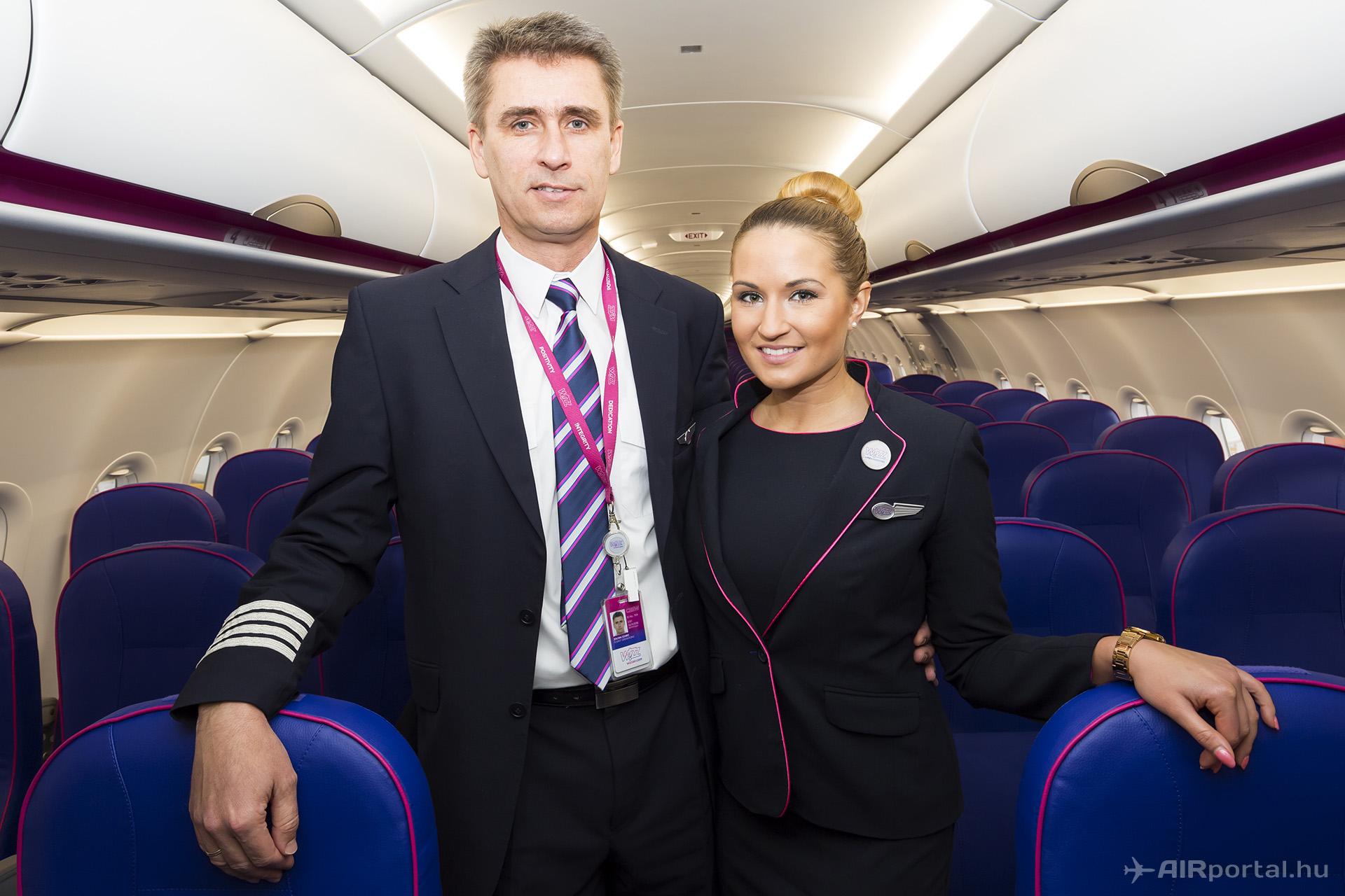 Jól képzett pilóták, csinos légiutaskísérők és egyre több vadonatúj A321-es várja az utasokat. (Fotók: AIRportal.hu) | © AIRportal.hu