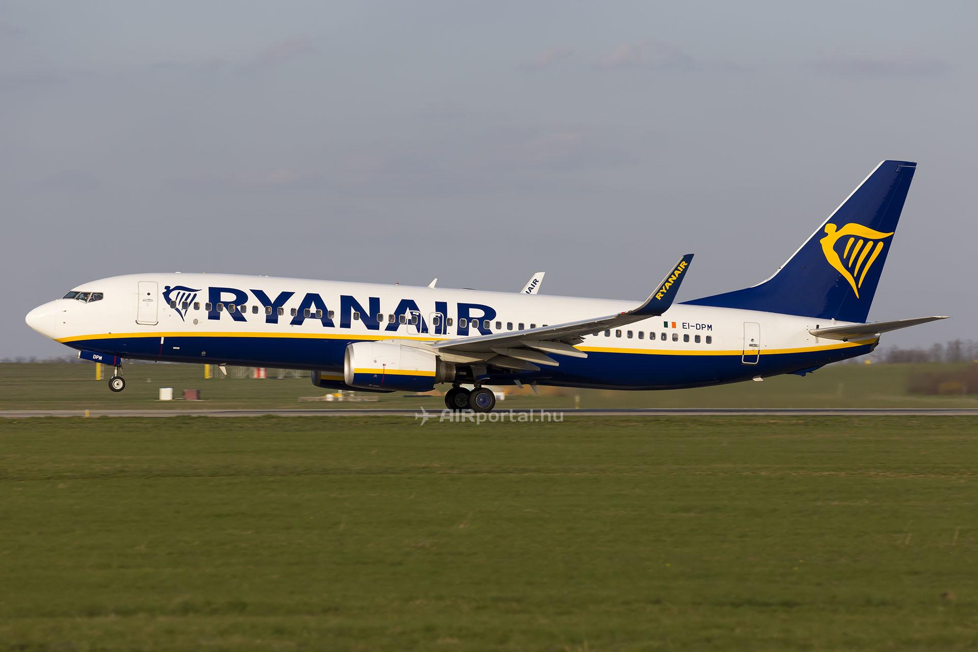 A Ryanair egyik Boeing 737-800-as repülőgépe Budapesten. (Fotó: AIRportal.hu) | © AIRportal.hu