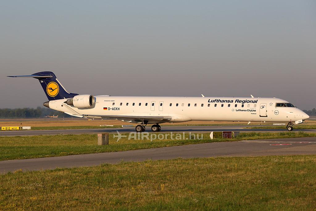 A Lufthansa CityLine egyik Bombardier CRJ-900-as típusú repülőgépe Münchenben. (Fotó: AIRportal.hu)   © AIRportal.hu