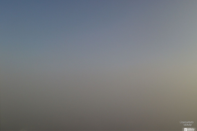 Az Időkép.hu reggel 7 óra körül lementett webkamera képe Vecsésről. | © AIRportal.hu