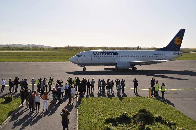 Az első járat fogadása. (Forrás: Hévíz-Balaton Airport/Facebook) | © AIRportal.hu