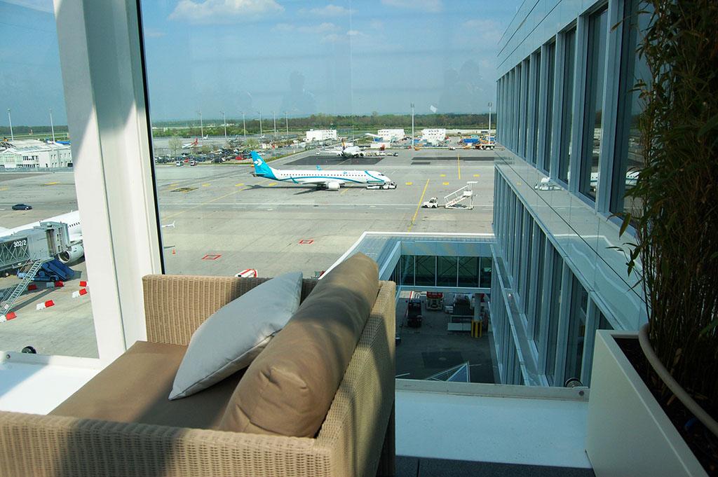 A First Class Lounge teraszából pazar kilátás nyílik a forgalmi előtérre. Fotó: AIRportal.hu | © AIRportal.hu