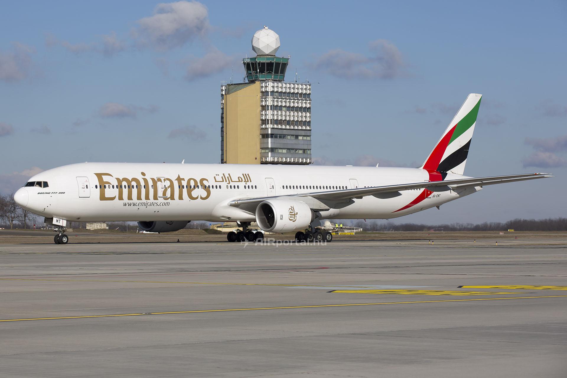Az Emirates Boeing 777-300-as repülőgépe Budapesten. | © AIRportal.hu