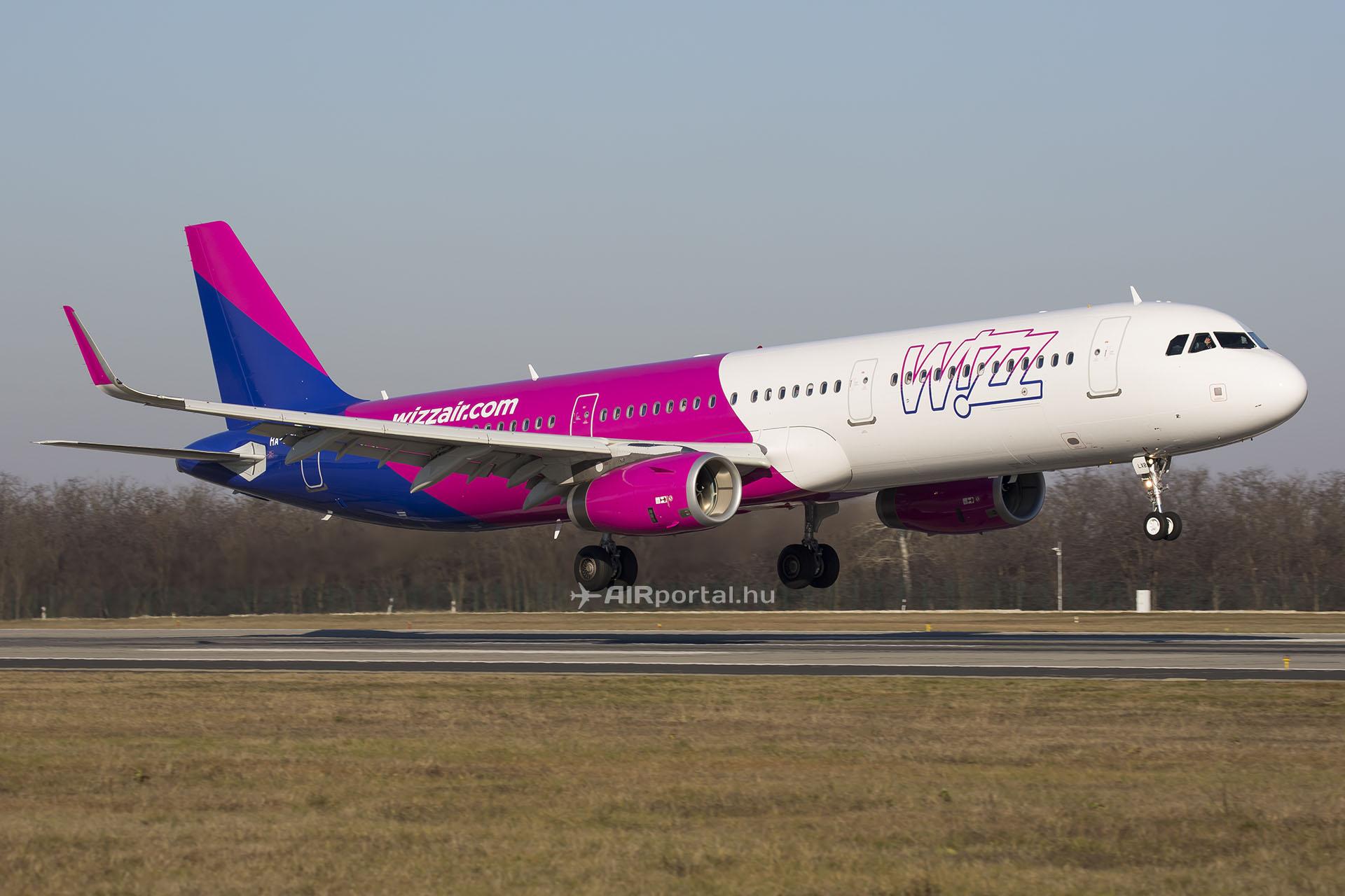 A Wizz Air Airbus A321-es repülőgépe Budapesten. (Fotó: AIRportal.hu)   © AIRportal.hu
