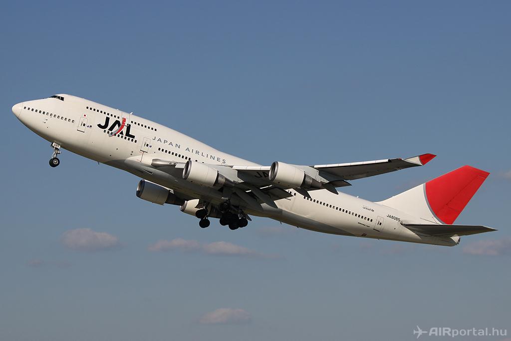 A JAL Boeing 747-400-as repülőgépe Budapesten 2010. júliusában. (Fotó: AIRportal.hu) | © AIRportal.hu