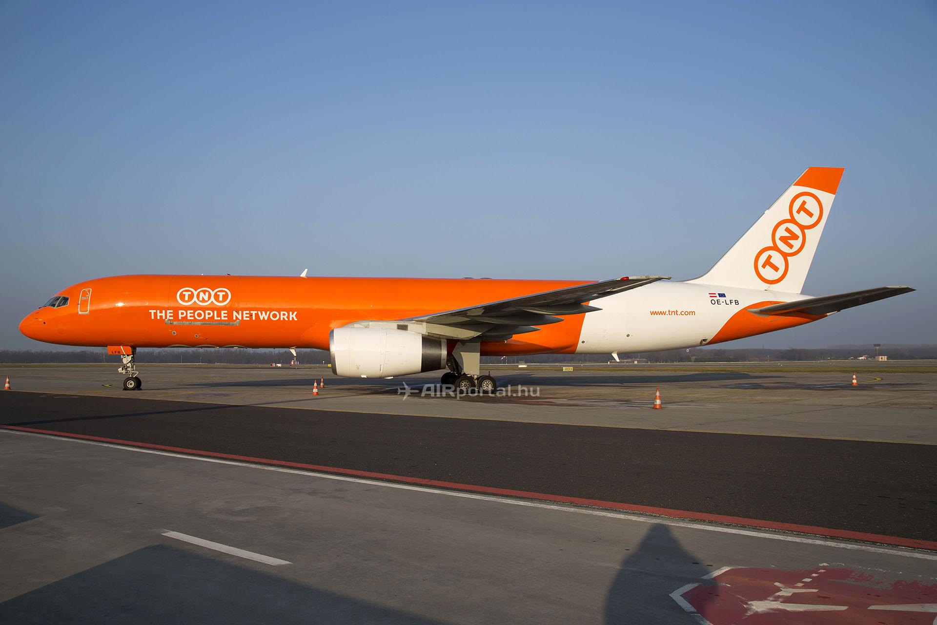 A TNT Airways egyik Boeing 757-es repülőgépe. A légitársaság többségében azonban 737-es gépeket üzemeltet. (Fotó: AIRportal.hu) | © AIRportal.hu