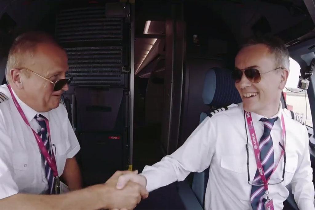 David Morgan (jobbra) a 2016. május 1-jén végrehajtott bemutatórepülést követően. (Forrás: Wizz Air) | © AIRportal.hu