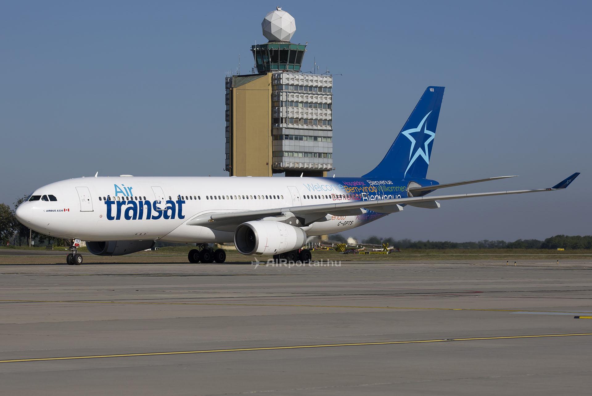 Az Air Transat Airbus A330-243 típusú repülőgépe a légitársaság utolsó 2015. évi budapesti járatán. (Fotó: AIRportal.hu) | © AIRportal.hu