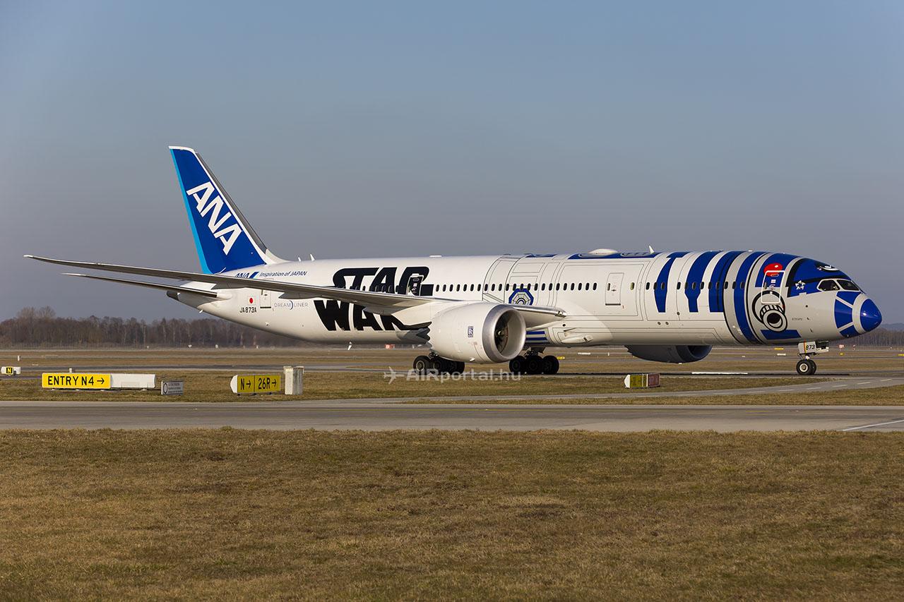 Az All Nippon Airlines egyik Star Wars festésű 787 Dreamlinere. (Fotó: AIRportal.hu)   © AIRportal.hu